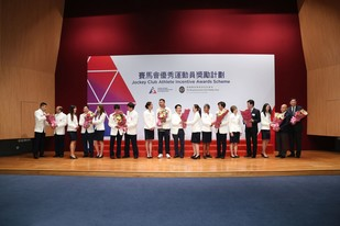 Representatives of the Hong Kong Olympians present flower bouquets to