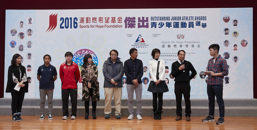 <p>In the sharing session, windsurfer Mak Cheuk-wing (2nd left) and paddler Mak Tze-wing (3rd left) expressed their gratitude to their family (4th &amp; 5th left), coaches and school, for their relentless support.&nbsp; Former elite athletes, Cheng Kwok-fai, Assistant Windsurfing Coach (4th right) and Ms Chan Tan-lui, Executive Committee Member of the Hong Kong Table Tennis Association (3rd right) joined Mr Wong Kwong-wai, Principal of Lam Tai Fai College (2nd right), to encourage young athletes to pursue their sporting dreams.</p>