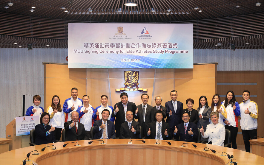 <p>The guests pose for a group photo at the MOU signing ceremony.</p>