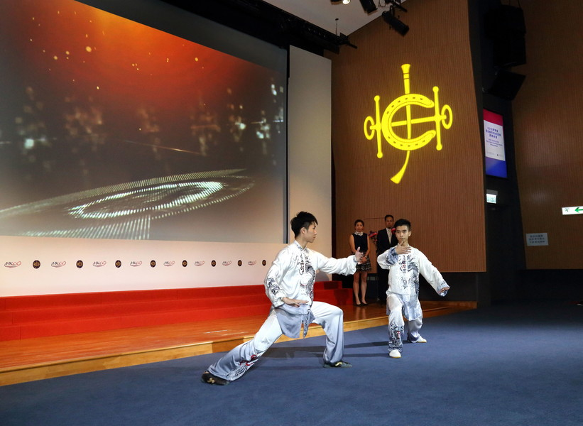 <p>The world taijiquan champion Yeung Chung-hei (right) and Asian wushu champion Hui Tak-yan (left) demonstrate at the Ceremony double taijiquan, mixed with special audio and visual effects, for introducing the nominees for the Coach of the Year Awards.</p>