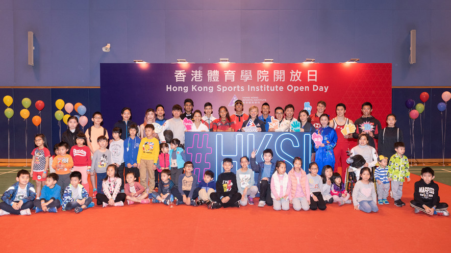 <p>Dr Trisha Leahy BBS, Chief Executive of the HKSI (Back row, 10<sup>th</sup> from right), took a group photo with elite athletes at the opening ceremony, including (from left) Tse Ying-suet (Badminton), Chan Tsin-nam (Skating), Lai Chun-ho (Athletics), Ng Lok-wang (Fencing), Robbie Capito (Billiard Sports), Choi Wan-yu (Karatedo), Wong Chi-him (Squash), Masuda Sheena Jade Karrasch (Tennis), Law Leong-tim (Triathlon), Lee Chun-ting (Windsurfing), Tseng Tak-hin, Wu Siu-hong (Tenpin Bowling), Chan Kin-lok (Swimming), Hugo Christopher (Rugby Sevens), Mok Uen-ying (Wushu), Ng Kiu-chung (Gymnastics), and Chung Yuen-ping (Sports for Athletes with Disabilities) and Chiu Hin-chun (Rowing), who shared their training experiences with the audience.</p>