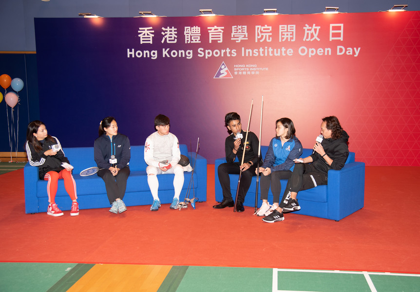 <p>In the &ldquo;Meet the Athletes&rdquo; session, (from left) Tse Ying-suet (Badminton), Ng Lok-wang (Fencing), Robbie Capito (Billiard Sports), and Chan Kin-lok (Swimming) shared their life as an elite athlete.</p>