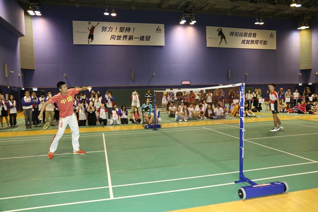 Mainland Olympian Chen Long (left) plays a game of badminton with a student from King George V School during the sports interacting session.