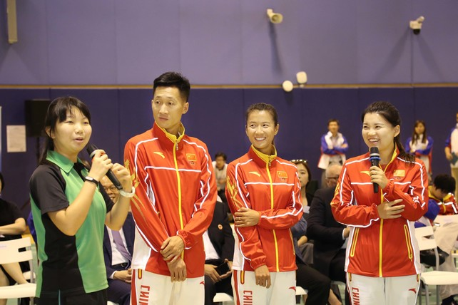 Students from Lam Tai Fai College taking the chance to know more about their Olympic heroes during the Q&A session.