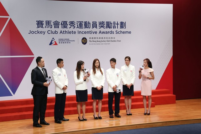 (2nd from left) Long jumper Chan Ming-tai, badminton women's doubles players Tse Ying-suet and Poon Lok-yan, cyclist Chan Chun-hing and swimmer Au Hoi-shun share with guests during the ceremony their memorable experience at the Rio Olympic Games.