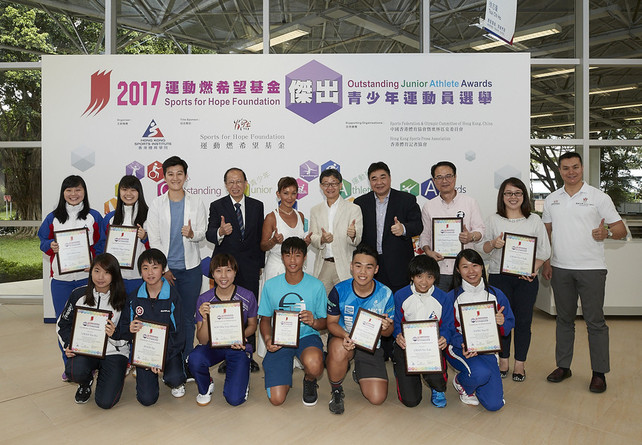 Nine junior athletes were awarded at the Sports for Hope Foundation (SFHF) Outstanding Junior Athlete Awards Presentation for 1st quarter 2017. Officiating guests include Miss Marie-Christine Lee, Founder of the SFHF (5th left, back row); Mr Andre Leung, Executive Member of the SFHF (1st right, back row); Mr Pui Kwan-kay BBS MH, Vice-President of the Sports Federation & Olympic Committee of Hong Kong, China (4th left, back row); Mr Tony Yue Kwok-leung, BBS MH JP, Chairman of the Elite Sports Committee (5th right, back row); Miss Chui Wai-wah, Committee Member of the Hong Kong Sports Press Association (3rd left, back row) and Mr Tony Choi Yuk-kwan MH, Deputy Chief Executive of the Hong Kong Sports Institute (4th right, back row), take a group photo with the recipients and parents.