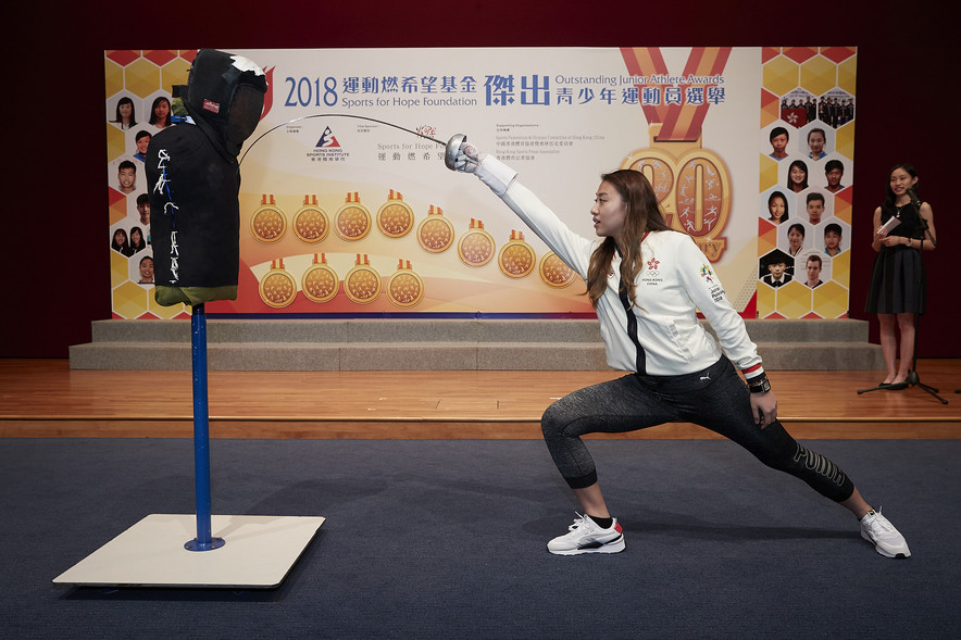 The winner of the Most Outstanding Junior Athlete Award and Most Promising Junior Athlete Award of 2018, Hsieh Sin-yan, demonstrated Fencing skills at the Presentation Ceremony.