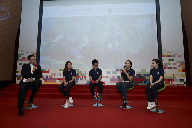 Lee Wai-sze (Cycling) (2<sup>nd</sup> from right), gold medallist in both Women's Keirin and Women's Sprint at the 2018 Asian Games (AG), shared how the professionalism of her coach inspires her to pass on the torch. In addition, Mok Uen-ying (Wushu) (1<sup>st</sup> from right), silver medallist in the Women's Taijiquan & Taijijian all-round event at the 2018 AG, Lin Yik-hei (Fencing) (2<sup>nd</sup> from left), bronze medallist in the Women's Team Epée at the 2018 AG, and Wong Chun-yim (Badminton for Physically Disabled) (middle), bronze medallist in the SS6 Men's Singles at the 2018 Asian Para Games, shared on stage with audience the unforgettable moments with their coaches.