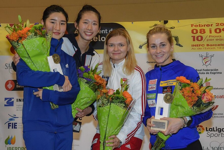 Second left: Kong Man-wai (Photo: International Fencing Federation)