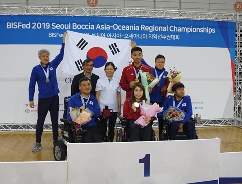 BC3 individual champion Ho Yuen-kei (middle, front row)