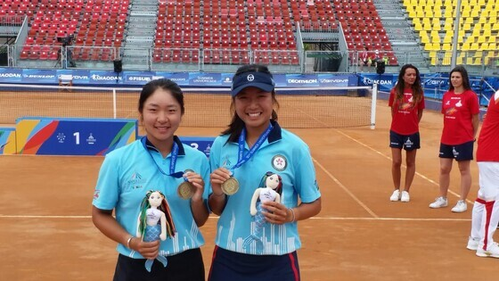 From left: Maggie Ng and Eudice Chong (Photo: Hong Kong Tennis