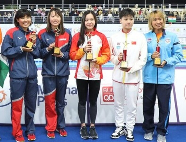 Middle: Lau Ping-yi (photo: 10th Asian Age Group Swimming
